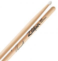 Baqueta Zildjian Select Hickory Jazz com Ponta de Nylon ZJZN (Padrão 7A)